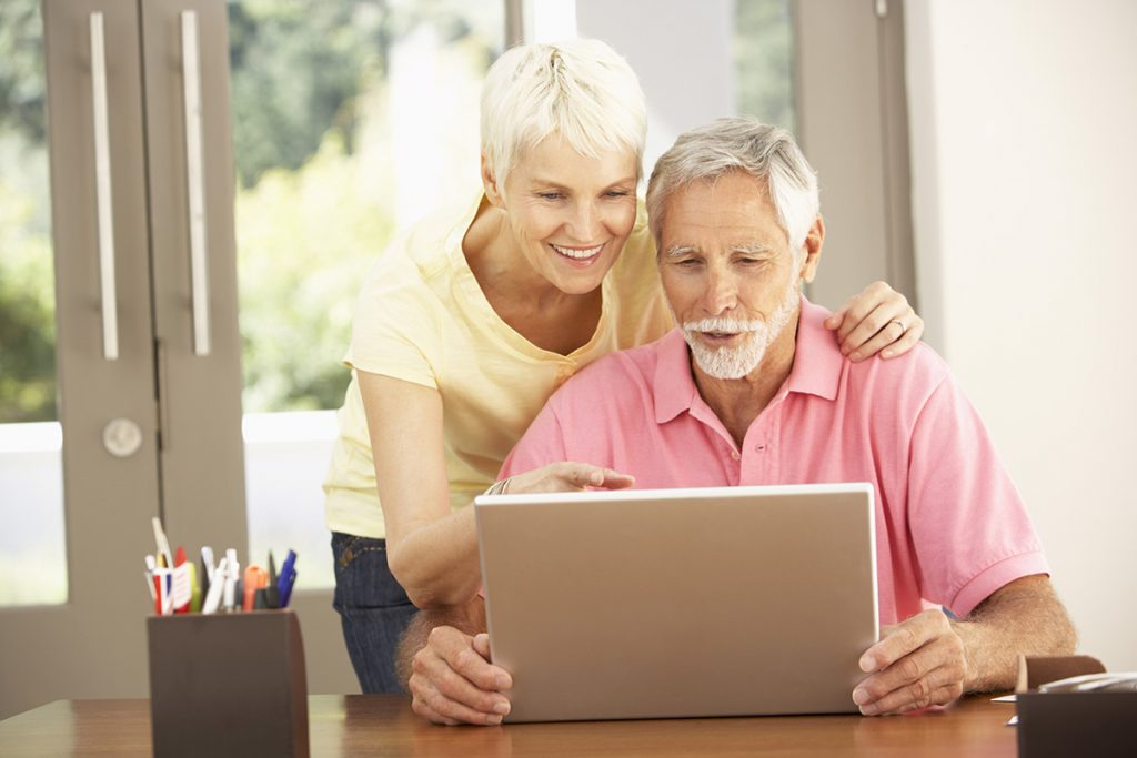 Couple-researching-start-of-medicare-coverage